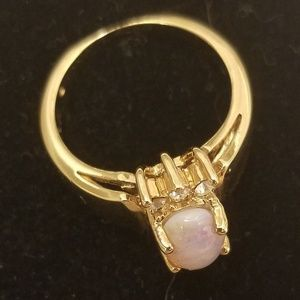 Avon Opalesque Ring gold tone size 6 in box